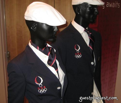 are uniforms a good way to School uniforms school uniforms are becoming a popular trend amongst schools students and even most parents don't agree with the enforcement with school uniforms stating that uniforms take away the right of self-expression school uniforms are not a negative thing to have.