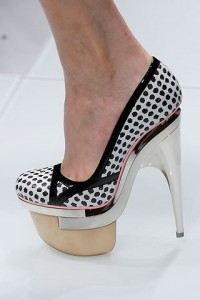 versace-spring-2010-shoes-200x300